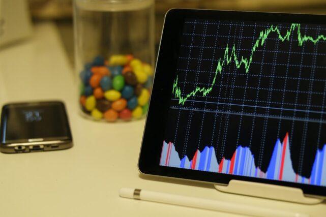 Comment investir en Bourse quand on est étudiant ?